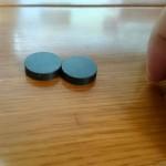 丸い磁石を2つ持つと、ついついやってしまうこと